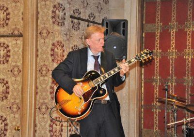 Franz-Josef an der Gitarre