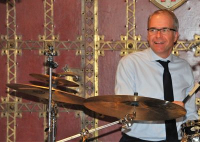 Alex am Schlagzeug
